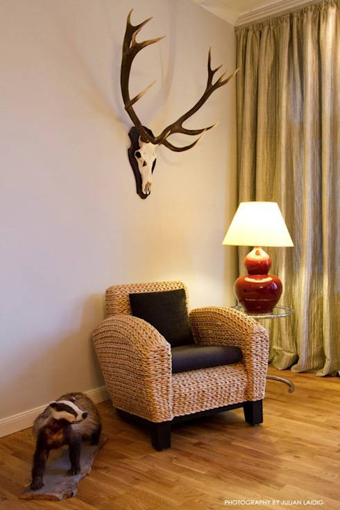 geweih an der wand von wegen spie ig. Black Bedroom Furniture Sets. Home Design Ideas