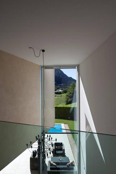 modern Corridor, hallway & stairs by Studio d'arch. Gianluca Martinelli