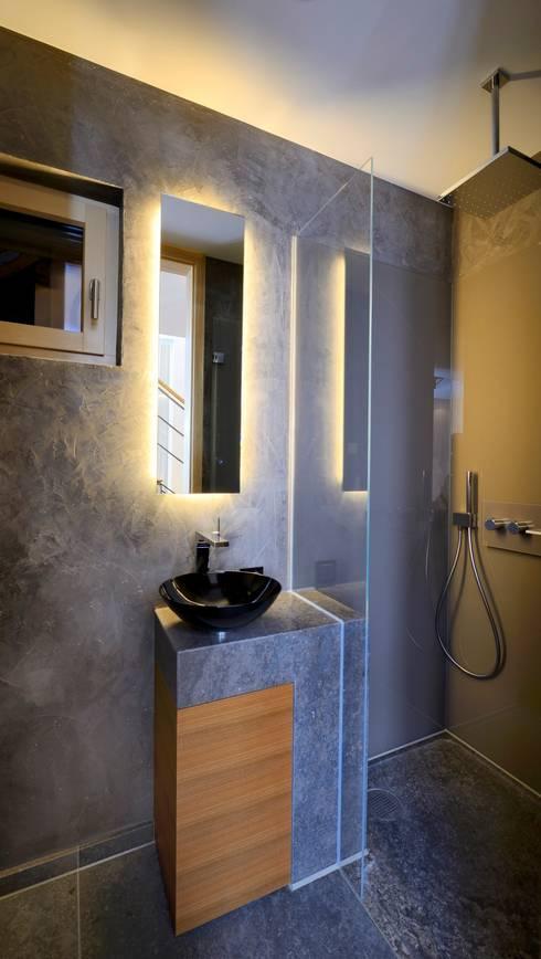 Energieautark wohnen im musterhaus alpenchic for Gestaltung eines badezimmers