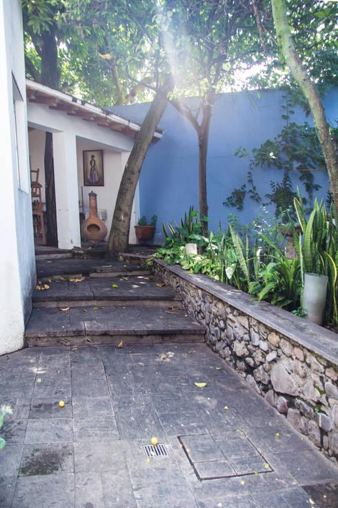 14 ideas para adornar con jardineras la entrada de tu casa - Piedra para jardineria ...