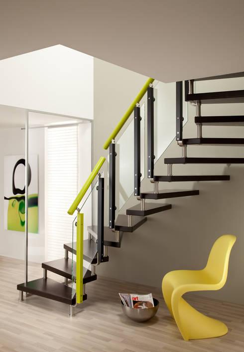 Pasillos, vestíbulos y escaleras  de estilo translation missing: ar.style.pasillos-vestíbulos-y-escaleras-.moderno por Donaubauer Treppenbau GmbH