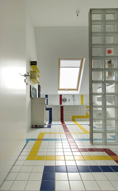 Baños de estilo ecléctico de Berlin Interior Design