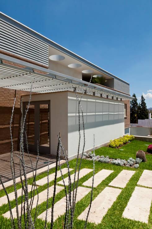 17 dise os de techos que har n lucir tu fachada for Techos planos modernos