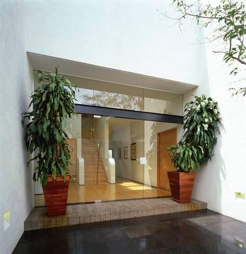 Una casa moderna y vibrante - Casas con estilo moderno ...