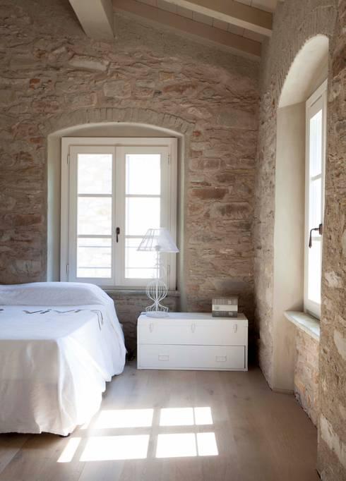 A caccia di idee 36 spettacolari pareti in pietra e con - Rivestimento camera da letto ...