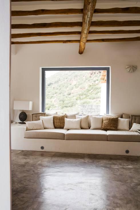 Homify 360 un esempio per ristrutturare casa in stile - Divano in muratura ...