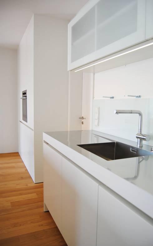 Hedendaags design inspiratie voor thuis - Eigentijdse keuken grijs ...