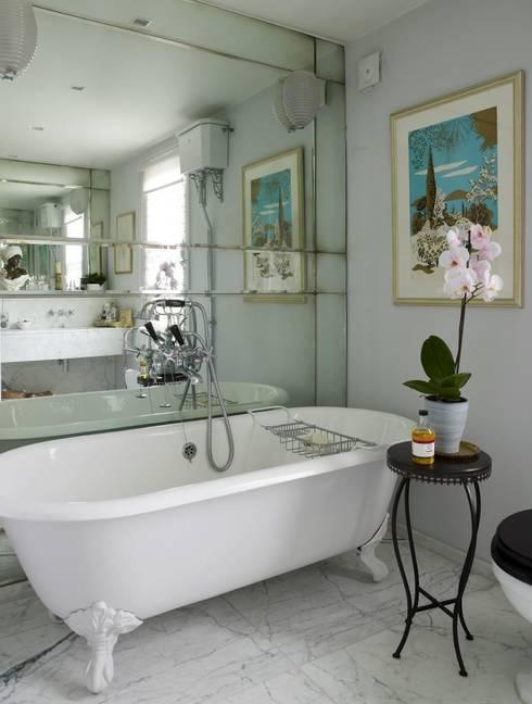 Banheiros modernos por Mirrorworks, The Antique Mirror Glass Company
