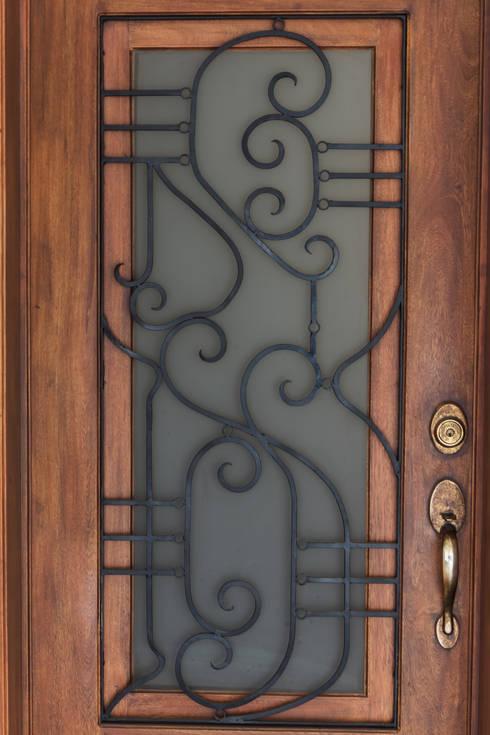 15 ideas para decorar las puertas de tu casa se ver n for Puertas de metal para exterior