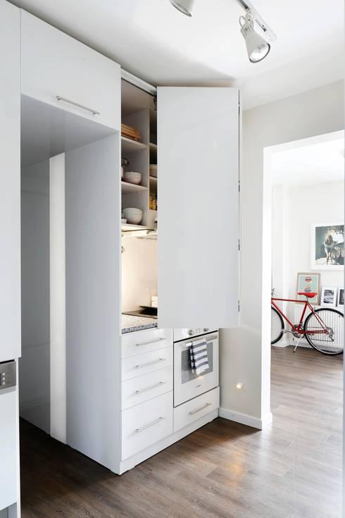minimalistic Kitchen by Escapefromsofa