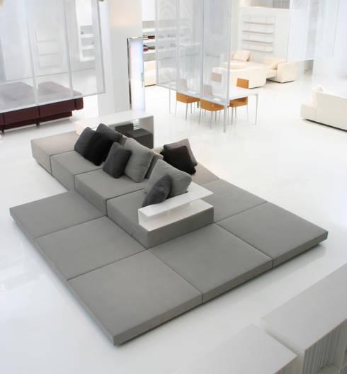 Il soggiorno moderno ecco il divano con penisola - Dimensioni divano con isola ...