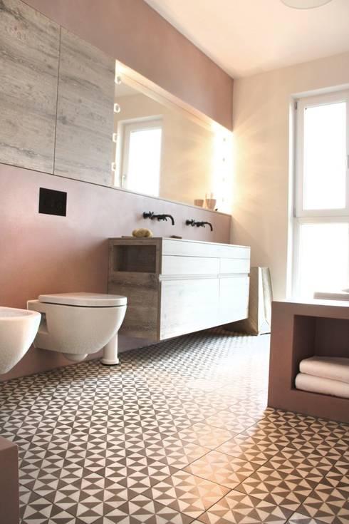 Zementfliesen In Dusche Verlegen : Fugenloses Bad: moderne Badezimmer von DraDog Werkst?tten Berlin