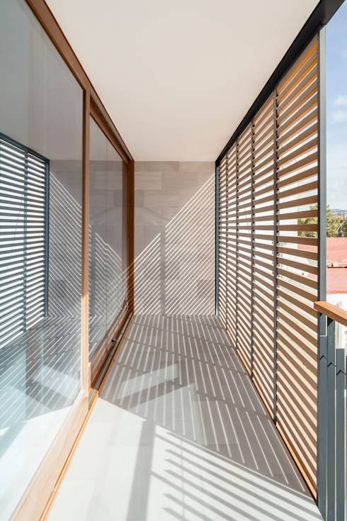 Terrazas de estilo translation missing: ve.style.terrazas.minimalista por Alventosa Morell Arquitectes