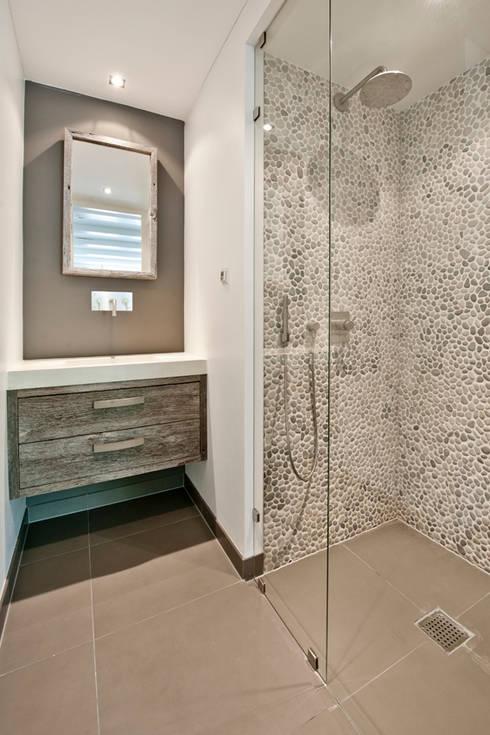 20170405&193318_Witte Mozaiek Badkamer ~ Vernieuwbouw grachtenpand moderne Badkamer door Kodde Architecten bna