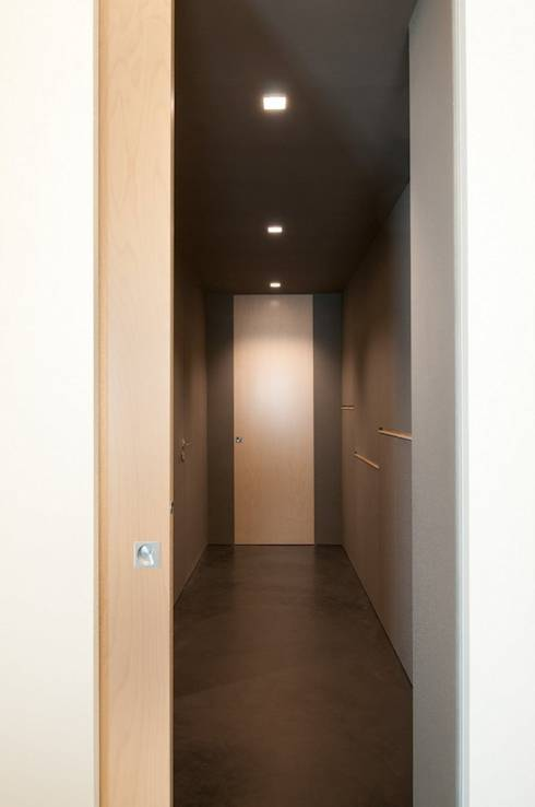 modern Corridor, hallway & stairs by Andrea Stortoni Architetto