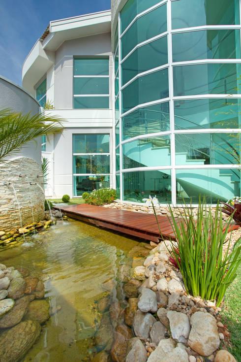 Paso por paso construye tu propio estanque for Estanque decorativo