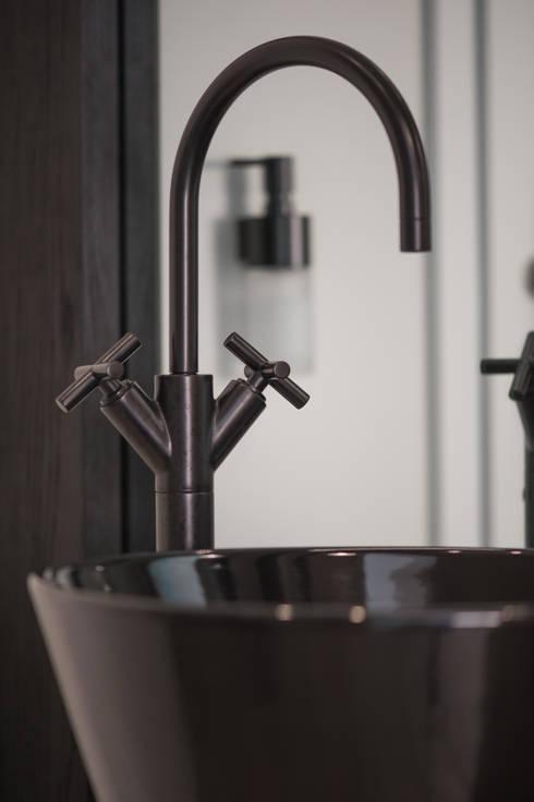 Casas de banho modernas por Klein GmbH & Co. KG