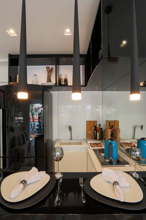 ONNI_Eugênio de Medeiros: Cozinhas modernas por Chris Silveira & Arquitetos Associados