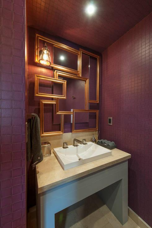 Departamento GC: Baños de estilo translation missing: mx.style.baños.eclectico por kababie arquitectos