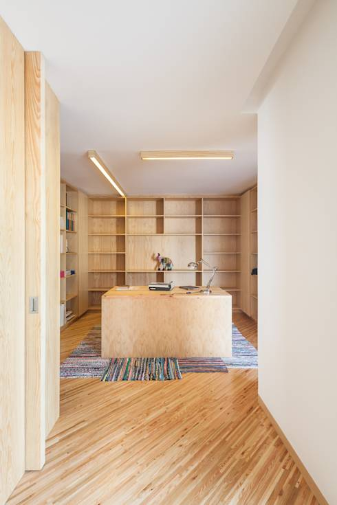 super design minimaliste pour une maison moderne qui utilise bien le bois dans son architecture. Black Bedroom Furniture Sets. Home Design Ideas