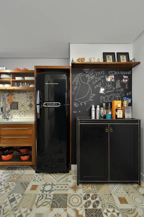 modern Kitchen by Johnny Thomsen Design de Interiores
