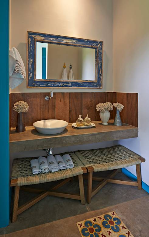 rustic Bathroom by Beth Marquez Interiores