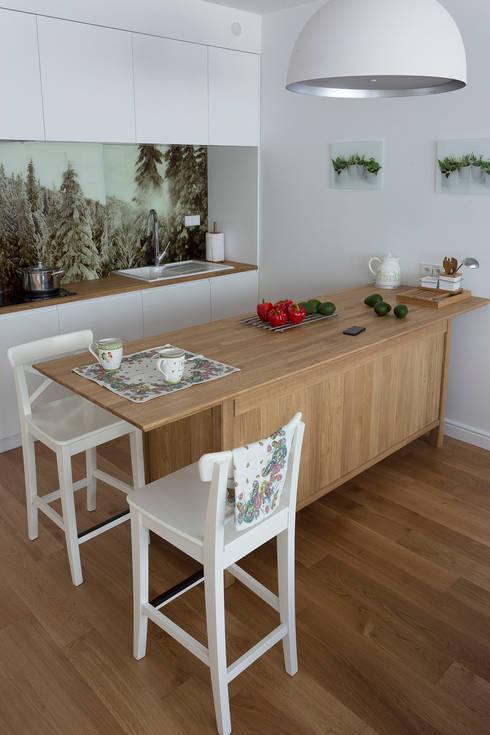 Apartament w Zakopanem - kuchnia: styl translation missing: pl.style.kuchnia.rustykalny, w kategorii Kuchnia zaprojektowany przez Jacek Tryc-wnętrza