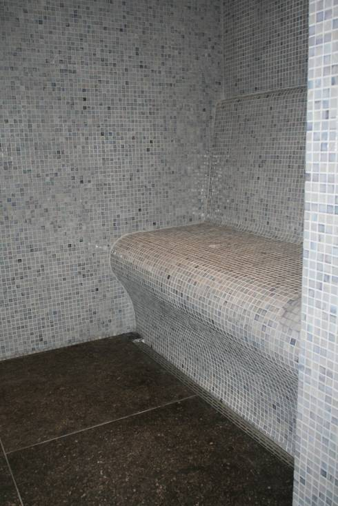 Moza ek in de badkamer kies voor kleur - Mozaiek douche ...