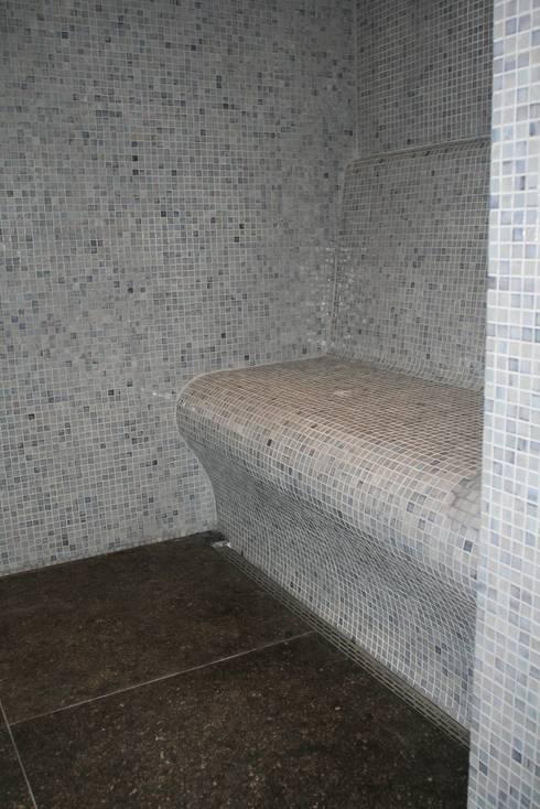 Moza ek in de badkamer kies voor kleur - Badkamer blauw ...