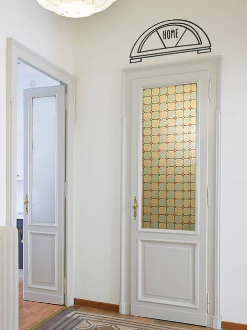 Vestíbulos, pasillos y escaleras de estilo translation missing: ve.style.vestíbulos-pasillos-y-escaleras.moderno por Petit Vinilo
