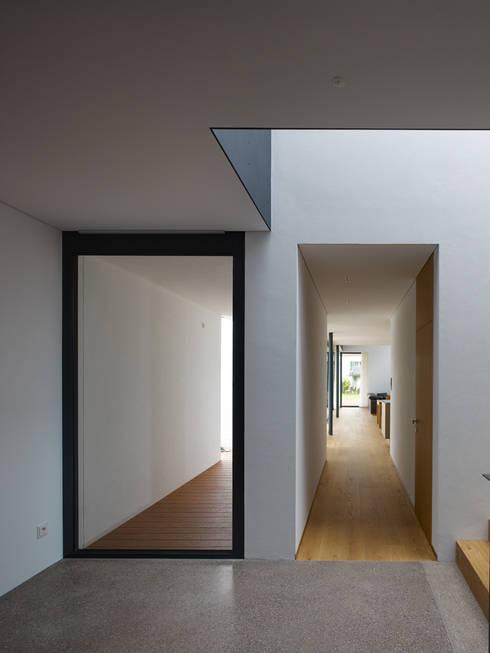 Modernes einfamilienhaus mit pool for Moderne efh