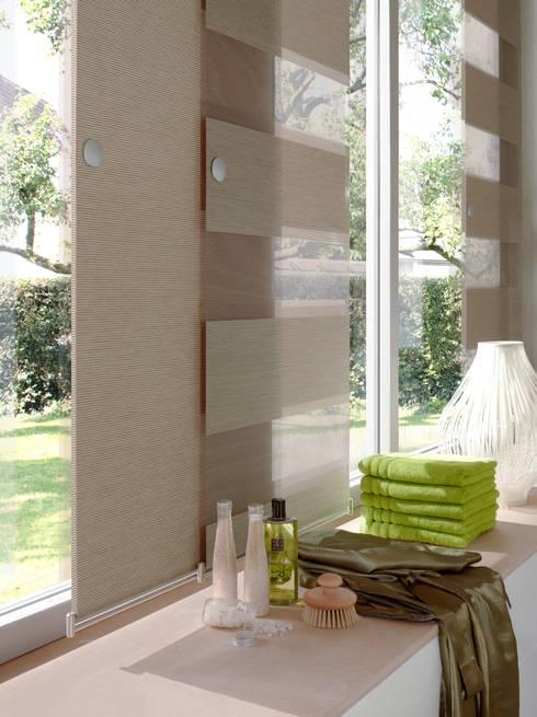 Tende a pannello per vestire le finestre di colore e - Tende attaccate alle finestre ...