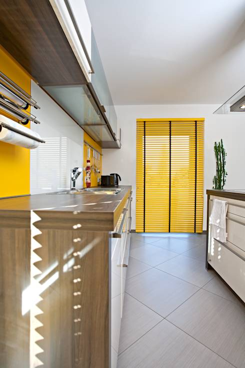 Le tende per cucina tessuti e colori - Oscurare vetri casa ...