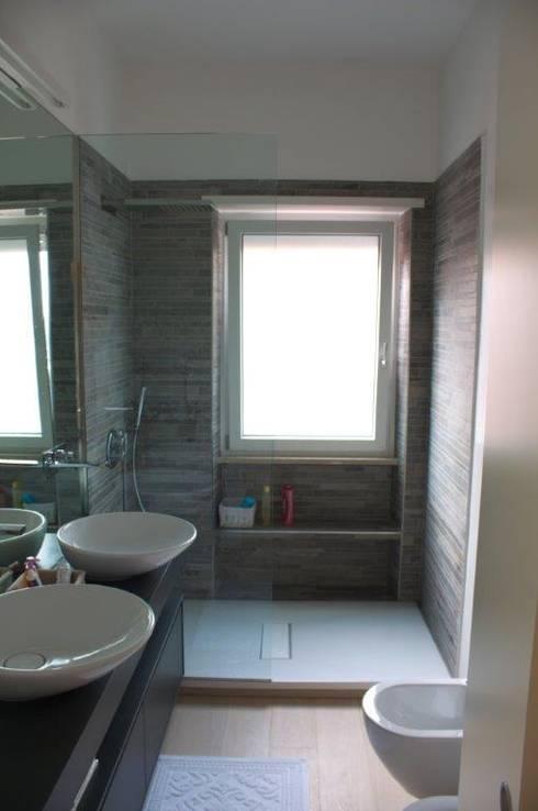 5 idee per salvare spazio in un bagno piccolo - Bagno con sale grosso ...