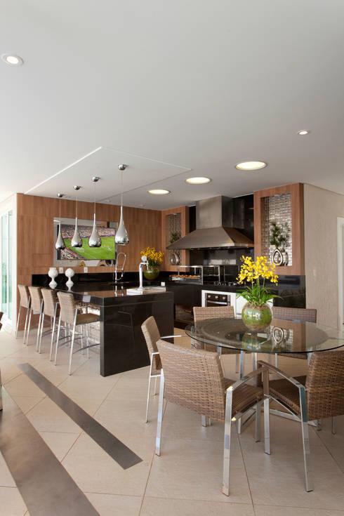 kurvenwunder mit luxusausstattung. Black Bedroom Furniture Sets. Home Design Ideas