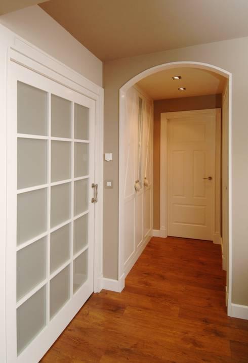 Puertas lacadas en blanco for Suelo gris y puertas blancas