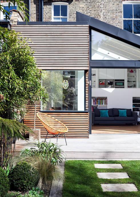 Rijtjeswoning met verrassende glazen uitbouw - Modern deco in oud huis ...