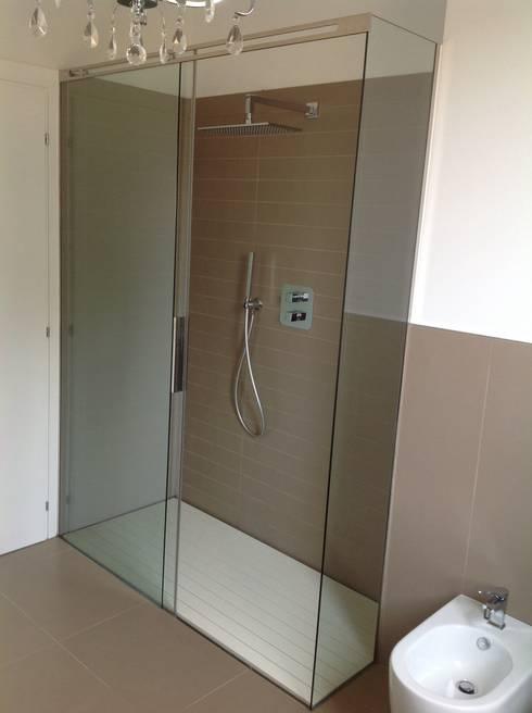 10 fantastiche idee per cambiare il box doccia - Bagno mosaico verde ...
