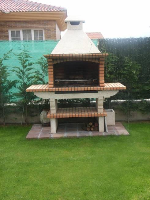 17 asadores que caben perfectamente en patios peque os for Antejardines rusticos