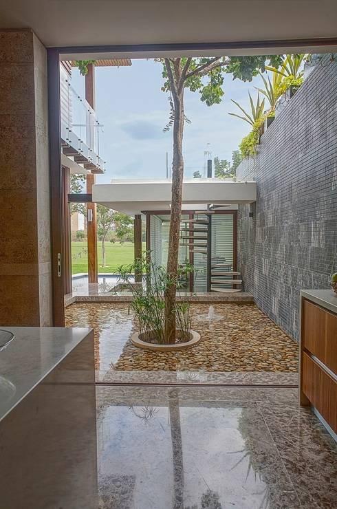 25 espejos de agua que embellecer n tu casa for Estanque decorativo