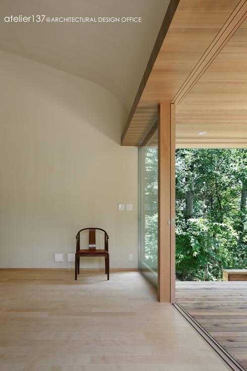 031軽井沢Tさんの家: atelier137 ARCHITECTURAL DESIGN OFFICEが手掛けたtranslation missing: jp.style.リビング.minimalistリビングです。