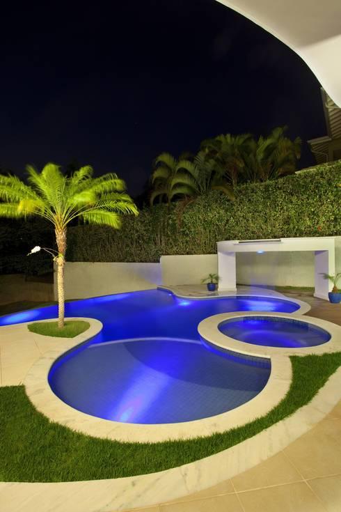 Piscine laghetto per un giardino romantico e affascinate - Piscine rocciose ...