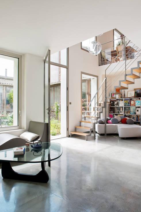 Una casa moderna que lo tiene todo for Cobertizo de madera de jardin contemporaneo