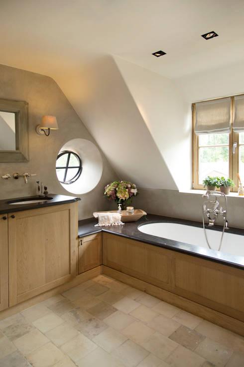 houten trap in badkamer: beton ciré. wat voor hout in badkamer, Badkamer