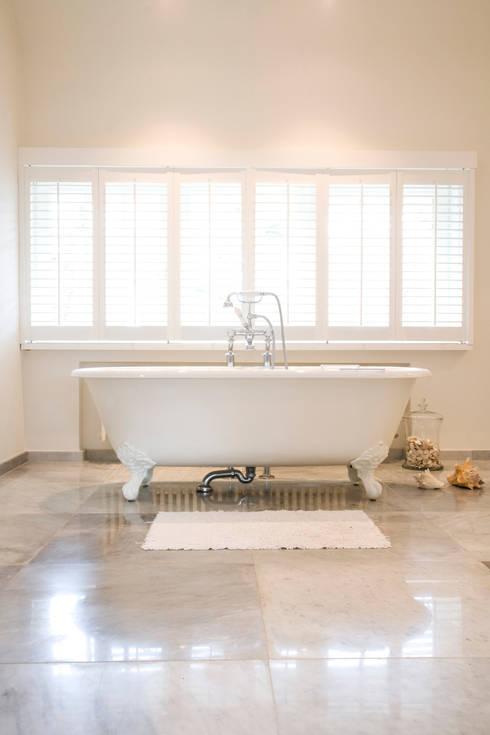 10 badkamer voorbeelden met een vrijstaand bad - Kleden houten wand ...