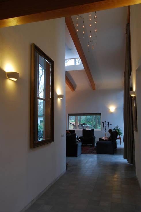 E n met zijn omgeving stijlvolle bosvilla - Moderne entreehal ...