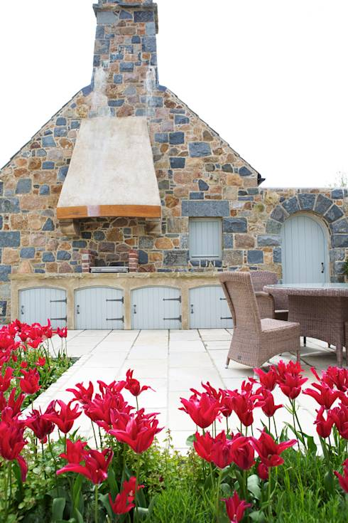 Le Pres de Bas: translation missing: en.style.terrace.rustic Terrace by CCD Architects