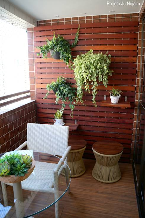 Terrazza in stile translation missing: it.style.terrazza.moderno di Ju Nejaim Arquitetura