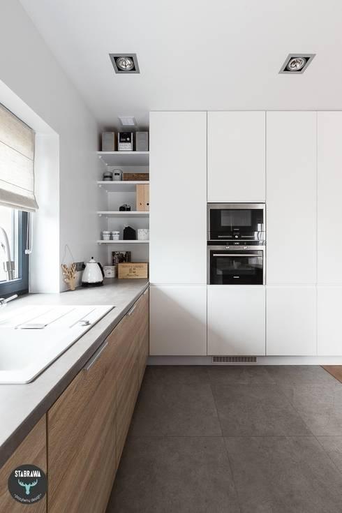 wie kann ich eine schmale k che einrichten. Black Bedroom Furniture Sets. Home Design Ideas
