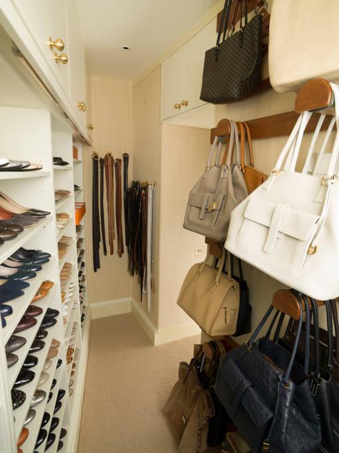 Closets clássicos por Tim Wood Limited